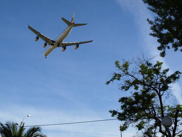 aircraft-202280_640