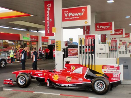 Shell V-Power: Just another day at a Shell station with Sebastian Vettel